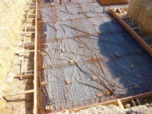 Fondation de maison sur radier en béton ferraillé