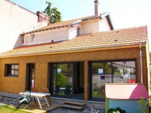Extension maison bois vue du jardin